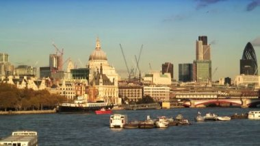 River Thames & London Skyline — Stock Video