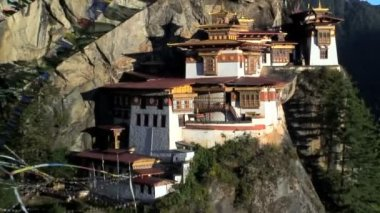 Taktsang Dzong monastery or Tigers — Stockvideo