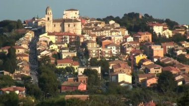 The hill town of Sirolo — Stock Video
