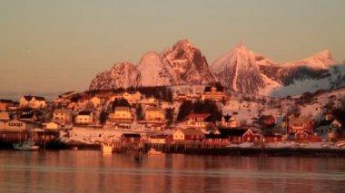 Village in winter sunrise — Stock Video