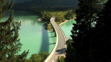 Bridge over Sylvenstein Lake — Stock Video