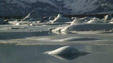 Melting ice Lake — Vidéo