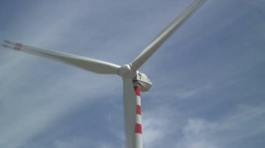 Wind Turbine in Italy — Stock Video