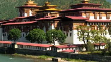 Punakha Dzong at the convergence of two rivers — Stock Video