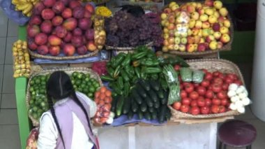 Fruit and vegetable market — Stock Video