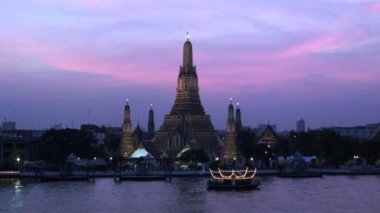 Wat Arun Temple at Sunset — Stock Video