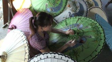 Woman making parasols — Stock Video