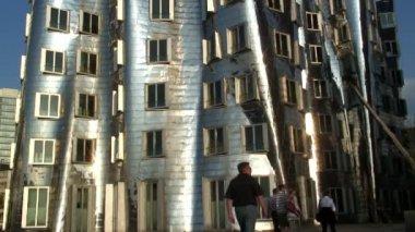 People near the Neuer Zollhof building — Stock Video