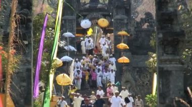 People at Temple in Bali — Stockvideo
