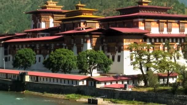 Punakha Dzong at the convergence of two rivers — Vidéo