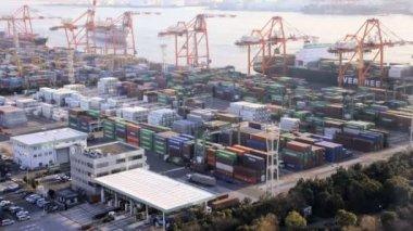 Busy Japanese Cargo Container Por — Vídeo de stock