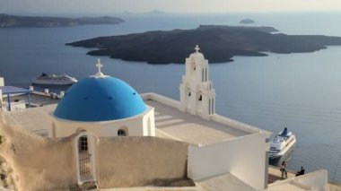 Blue Dome of the local church and the white washed houses of Thira Aegean Sea, Greece — Stock Video