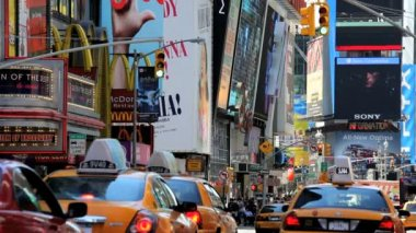 People traffic and billboards of Times Square, New York, USA — ストックビデオ