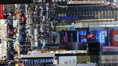 Vertical view of busy Times Square in daylight, Manhattan, New York,  USA — Αρχείο Βίντεο