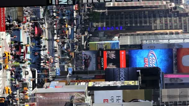 Vertical view of busy Times Square in daylight, Manhattan, New York,  USA — Vidéo