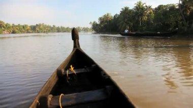 Water traffic on Kerala backwaters — Stock Video