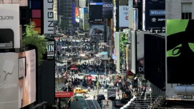 Times Square New York with billboards neon lights and Illuminated signs, USA — Vidéo