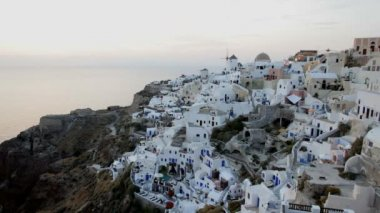 Sunset over the white washed houses of Oia,  Santorini,  Greece — Stockvideo