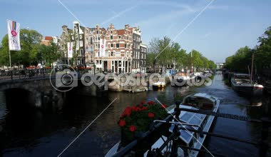 Amsterdam  Canal system and many bridges — Vídeo de stock