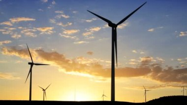 Wind Turbines generating energy — Stock Video