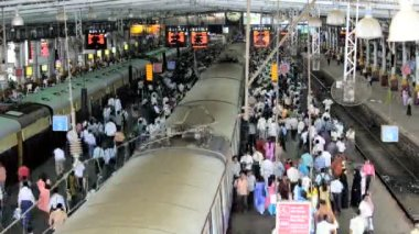 Commuters at Victoria Terminus — Stock Video