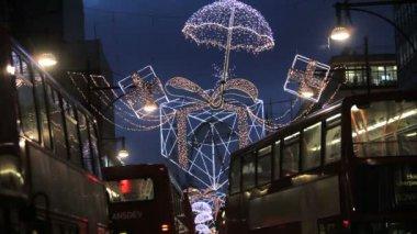 Christmas lights and London buses — Stock Video