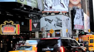 People traffic and billboards of Times Square, New York, USA — Stock Video