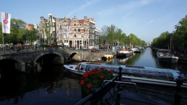 Amsterdam with its traditional Canal system and many bridges used by Dutch cyclist — Stock Video