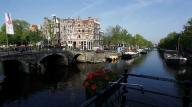 Amsterdams canal traffic — Stock Video