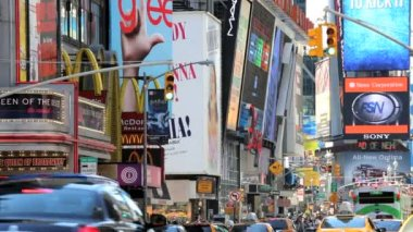 New York Theatre land with Illuminated signs nr Times Square, USA — Stockvideo