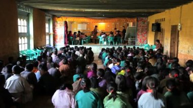 Spelling competition being held in a classroom — Vídeo de stock