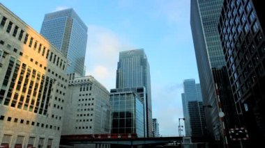 Financial sector of busy city — Stockvideo