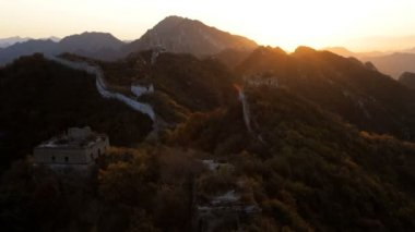 Sun rising over Great Wall of China — Stock Video