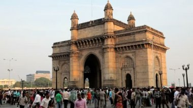 People visit Gateway of India — Vídeo de Stock
