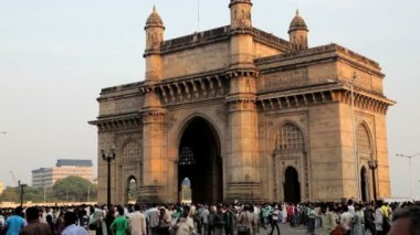 People visit Gateway of India — Stock Video