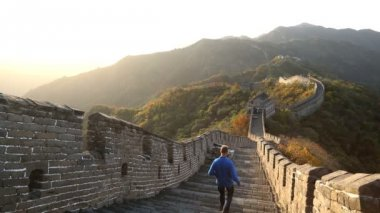 Male walking on Great Wall of China — Stock Video
