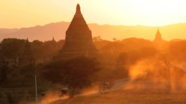 Temples and Pagodas nr dusty roads — Video Stock