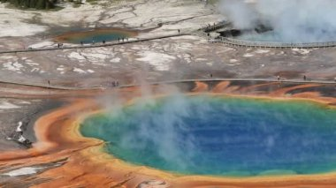 Vivid colors in the spring - Grand Prismatic Spring — Stock Video