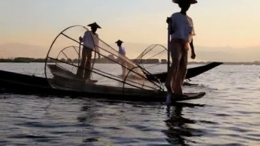Local Fishermen fishing on Inle Lake — Stock Video