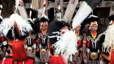 Chang tribesmen dressed in traditional costume — Stock Video