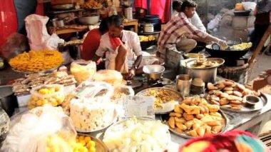 People buying prepared food — Stock Video