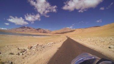 Motorbike motion arid landscape — Stock Video