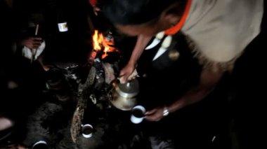 Khiamniungan tribe making tea — Stock Video