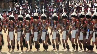 Chang tribesmen wearing traditional dress Hornbill dancing festival — Stock Video