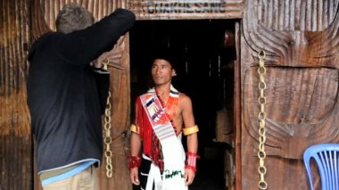 Professional photographer taking pictures of  Chakhesang tribesman in traditional dress — Stock Video