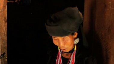 Woman traditionally dressed  Kyaing Tong — Stock Video