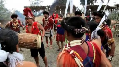 Tribesmen from the Ao tribe dancing at tribal Hornbill festival — Stock Video