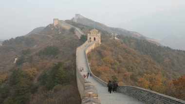 View of people on the Great Wall of China — Stock Video
