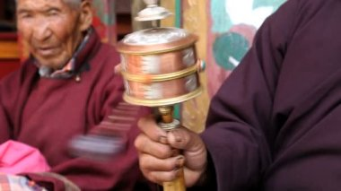 Buddhist Monk in traditional dress spinning prayer wheel — Stock Video