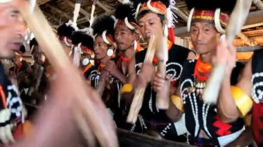 Chang tribesmen beating drums — Stock Video